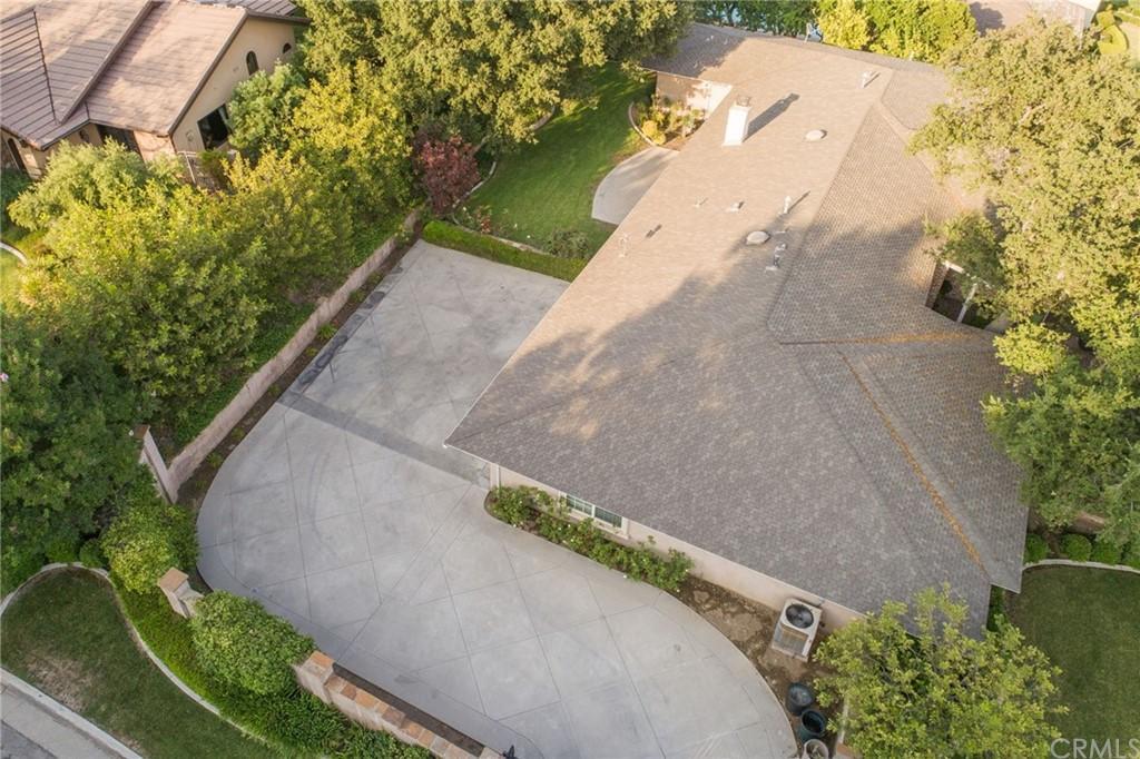 607 Oak Grove Drive photo
