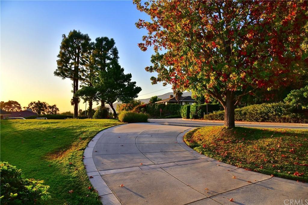 247 Oak Knoll Drive photo