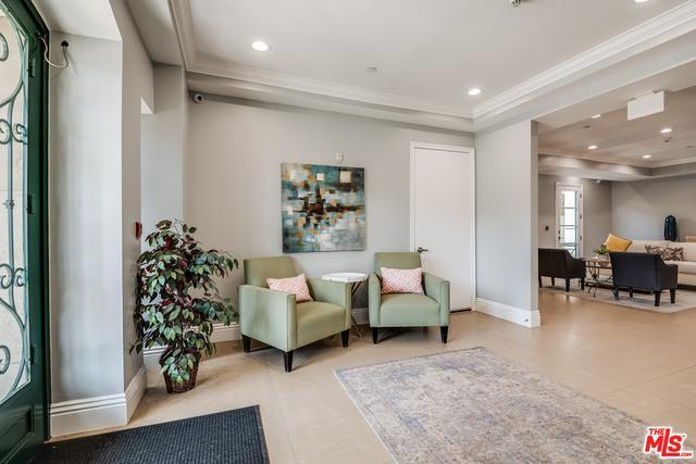 400 S Barrington Ave # 202 preview