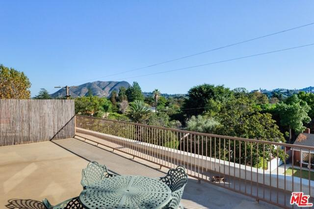 10439 MOORPARK ST preview